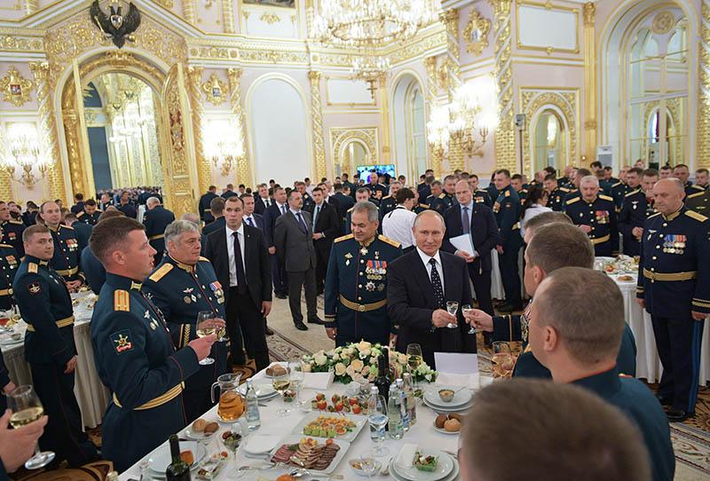 Владимир Путин на торжественном приёме в честь выпускников высших военных учебных заведений Минобороны России