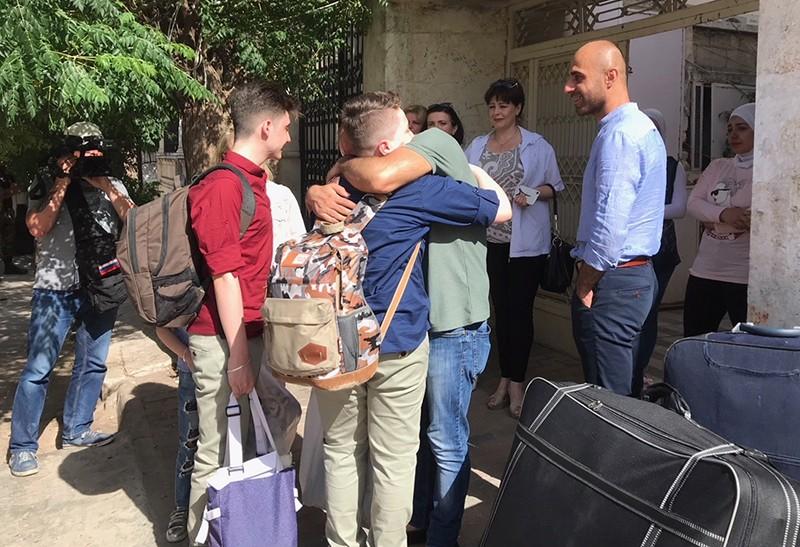 Семья уроженки Украины переводчицы Ирины Баракат, которая в 2016 году пострадала при обстреле в Сирии, перед вылетом в Россию