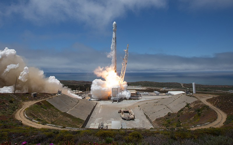 Старт ракеты Falcon-9