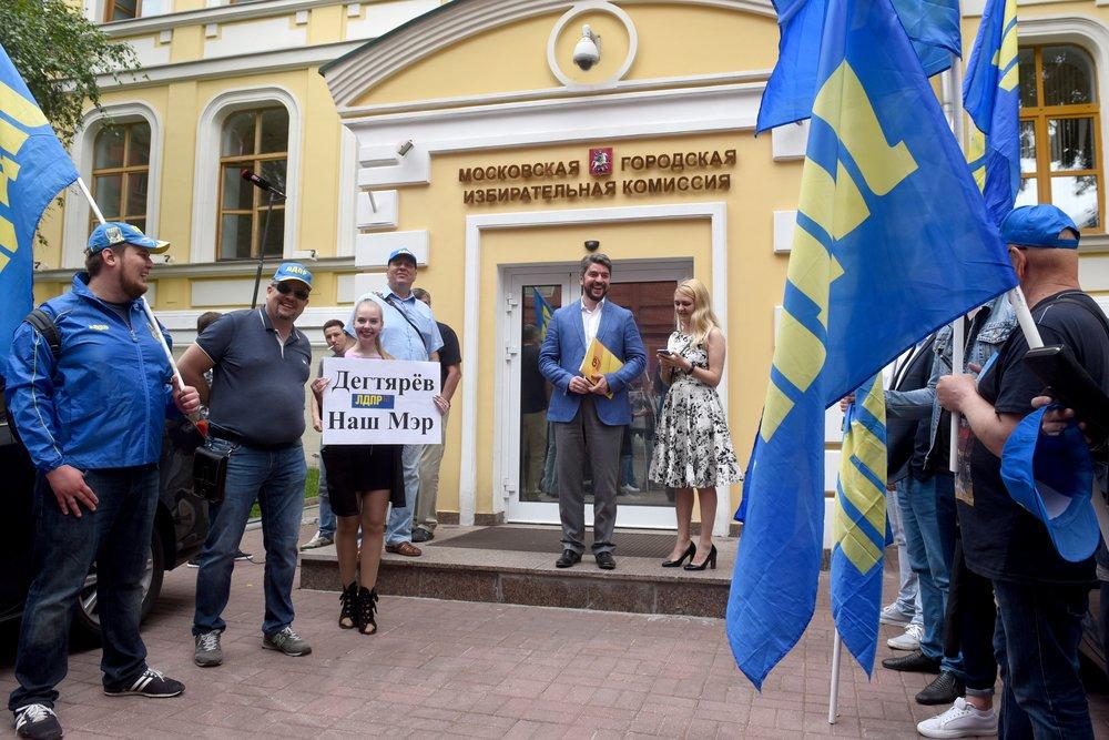 Подача документов кандидата в мэры Москвы Ильи Свиридова в Мосгоризбирком