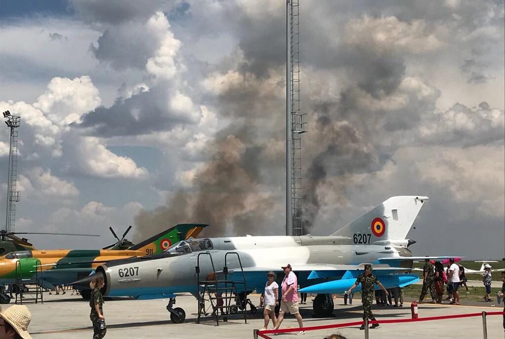 Последствия падения истребителя ВВС Румынии на авиашоу