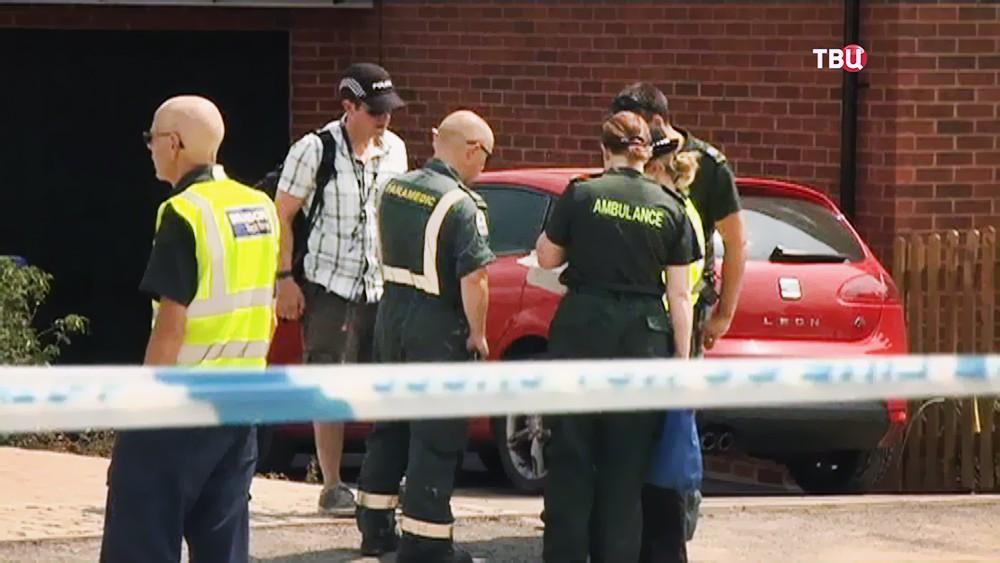 Полиция Великобритании проводит следственные действия в Эймсбери