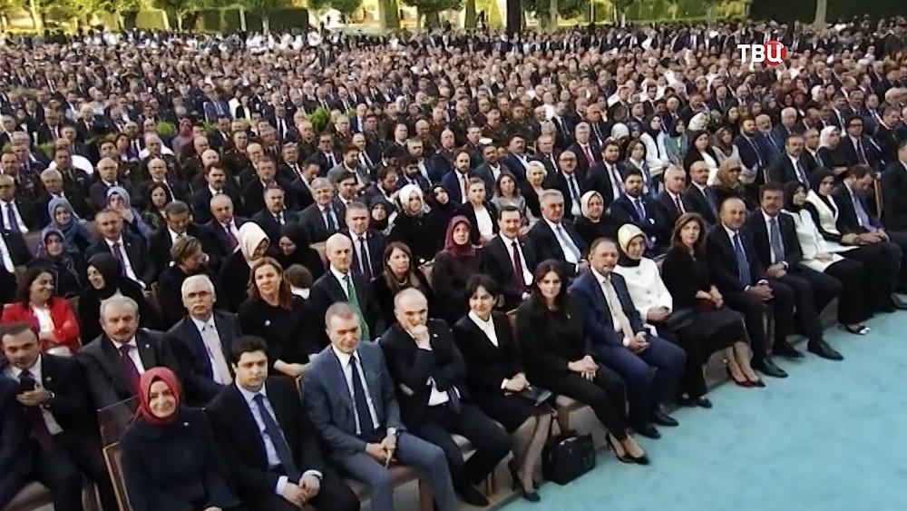 Приглашённые на церемонию инаугурации избранного президента Турции Реджепа Тайипа Эрдогана