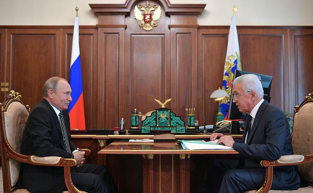 Владимир Путин и временно исполняющий обязанности главы Республики Дагестан Владимир Васильев