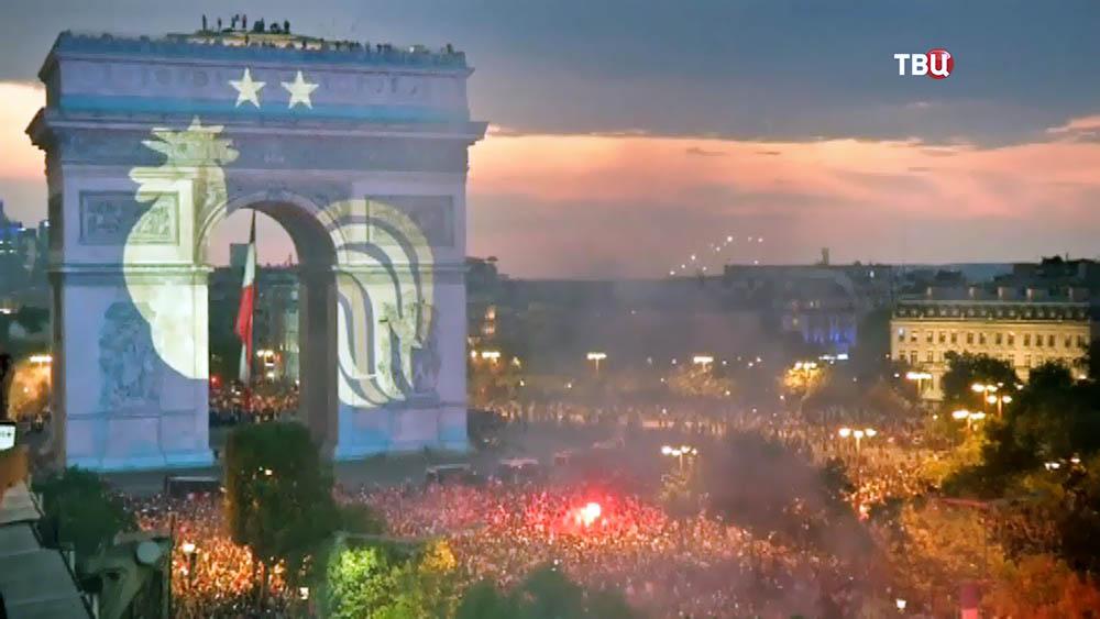 Болельщики Франции отмечают победу сборной на МЧ