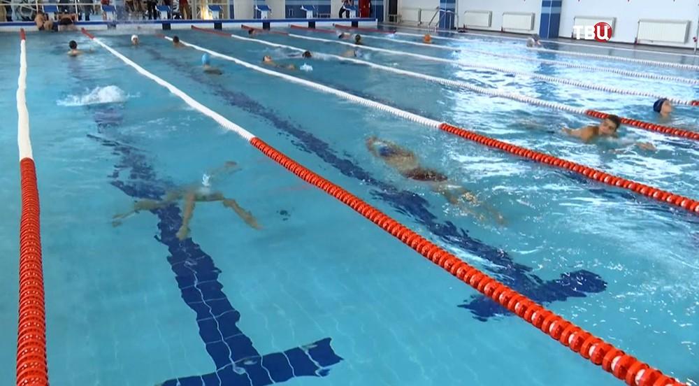 Спортсмены в новом спортивно-оздоровительном комплексе в Крылатском