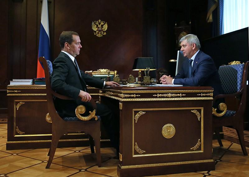 Дмитрий Медведев и врио губернатора Воронежской области Александр Гусев