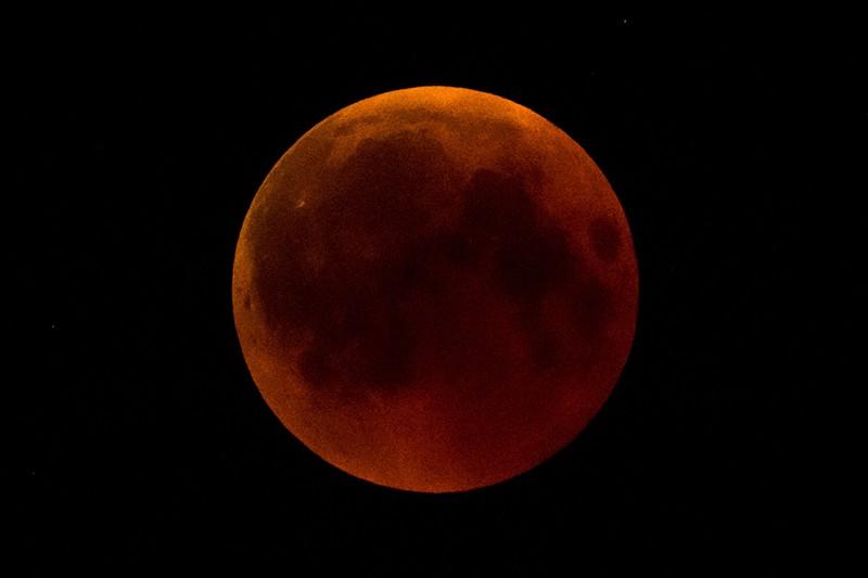 Луна во время затмения