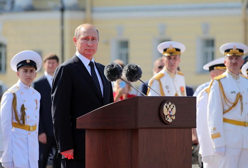 Президент России Владимир Путин на праздновании Дня ВМФ России в Санкт-Петербурге