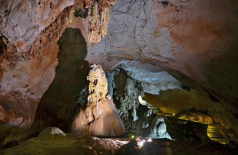 Карстовая пещера в Крыму