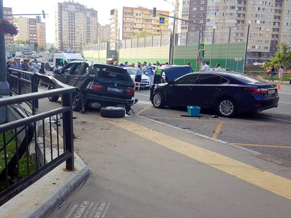 Последствия ДТП с участием двух автомобилей в Коммунарке