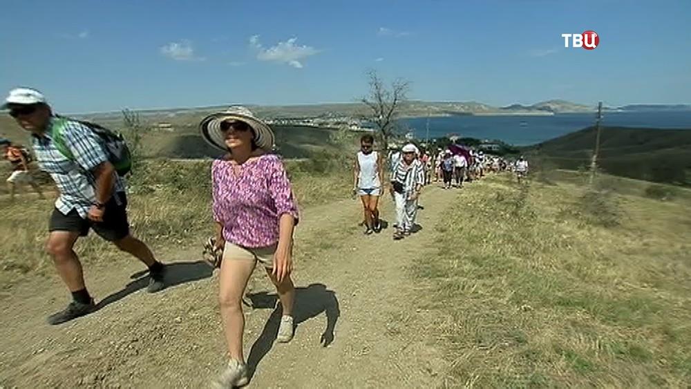 Туристы в Крымуу