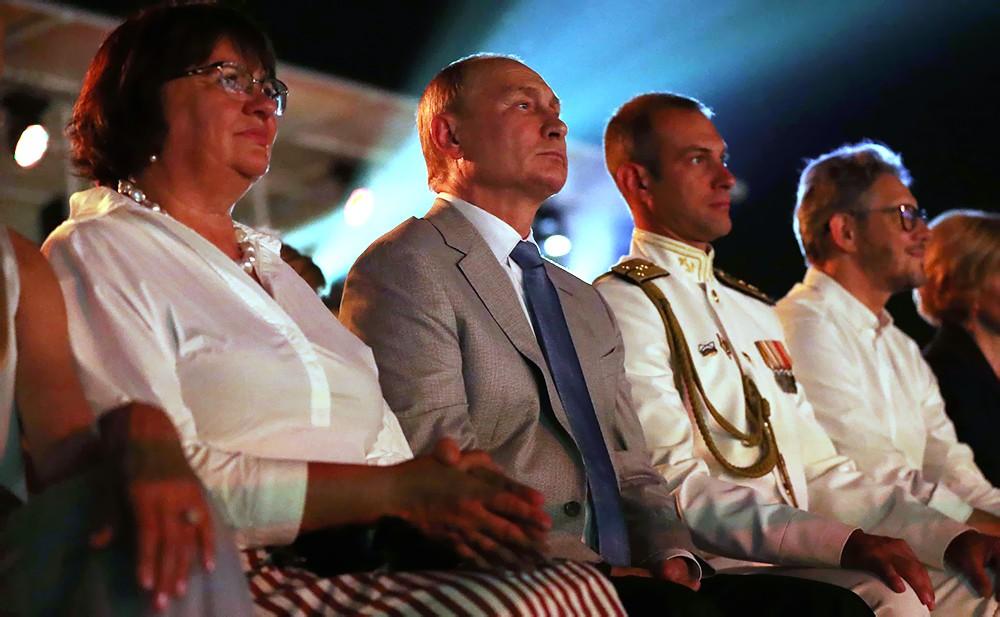 """Владимир Путин посетил Международный музыкальный фестиваль """"Опера в Херсонесе"""""""