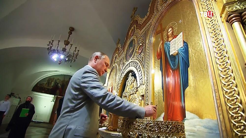 Владимир Путин во Владимирском соборе в Херсонесе