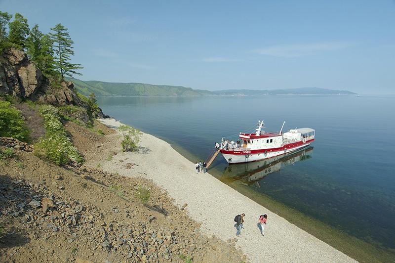 Туристы на озере Байкал