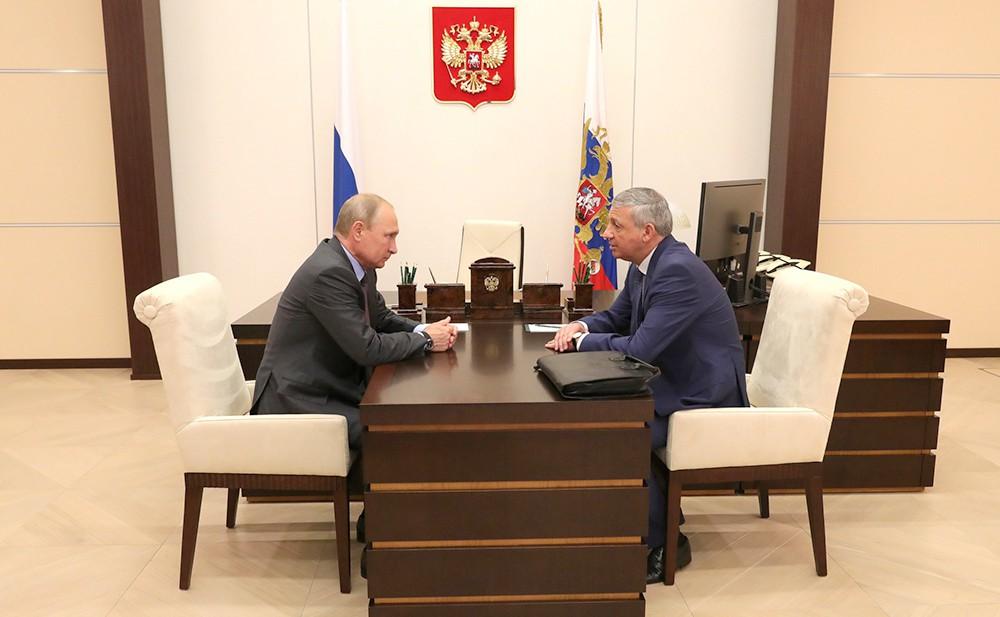 Владимир Путин и Глава Республики Северная Осетия – Алания Вячеслав Битаров