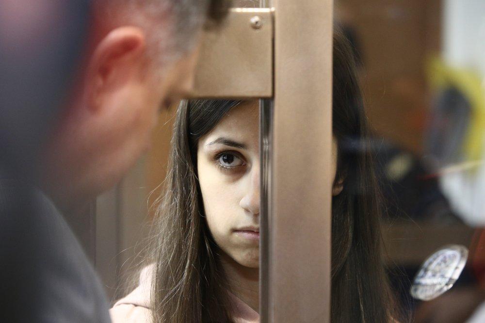 19-летняя Ангелина Хачатурян в суде