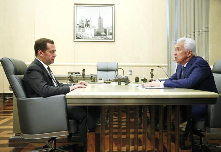 Премьер-министр России Дмитрий Медведев и глава Дагестана Владимир Васильев