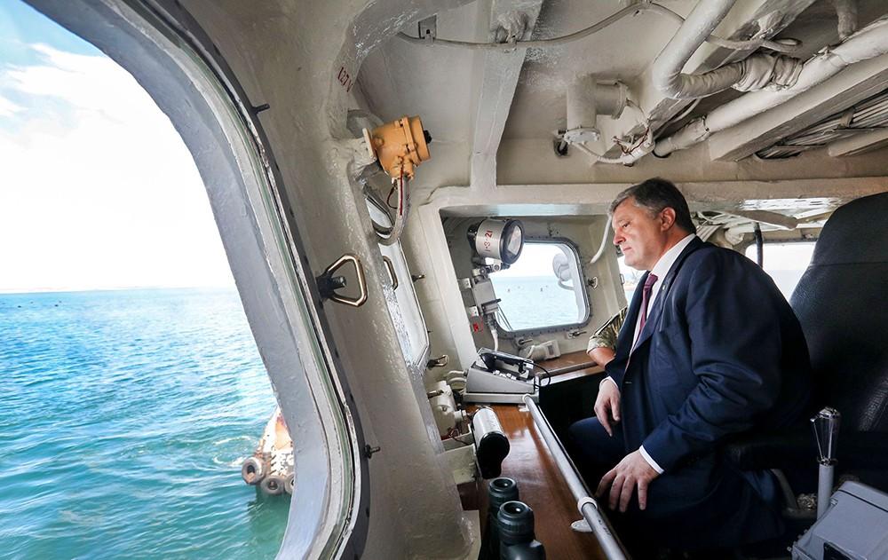 Пётр Порошенко на корабле ВМС Украины