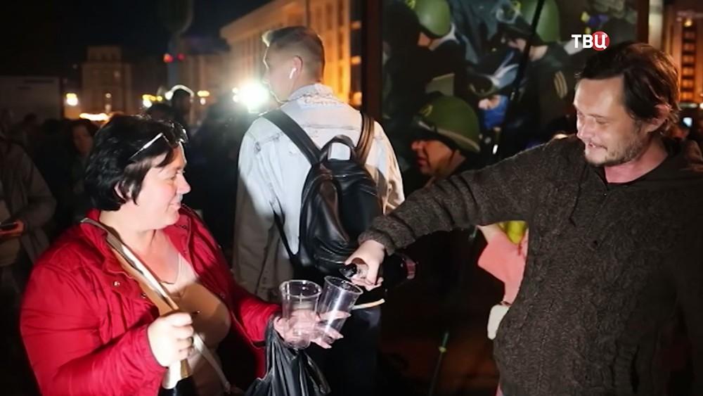 Распитие алкоголя во время молитвы за автокефалию на Майдане