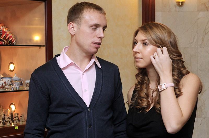 Футболист Денис Глушаков с супругой Дарьей