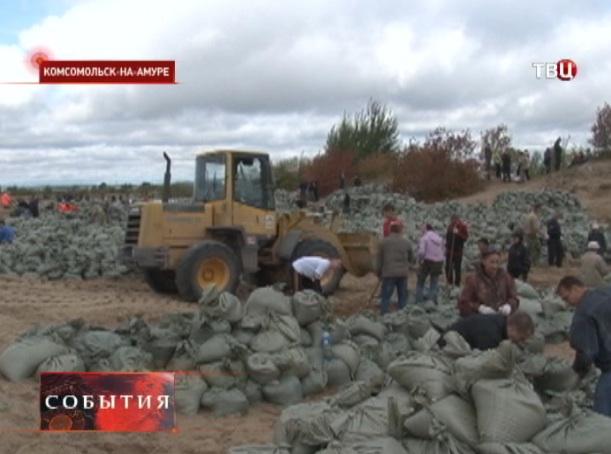 Защитные дамбы в Комсомольске-на-Амуре поднимают до 10 метров