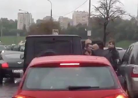 Охрана мужа певицы Жасмин избила водителя прямо на проезжей части