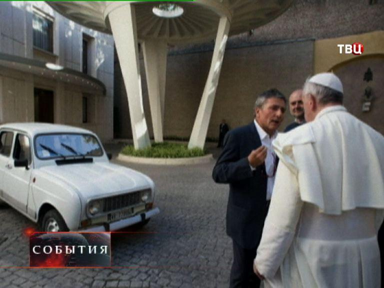 Автопарк Папы Римского пополнился 30-летним Renault