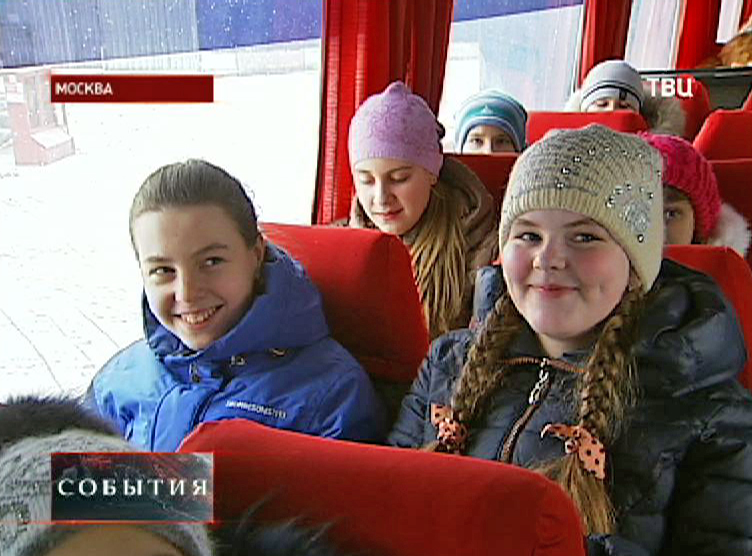 Школьники с Дальнего Востока в экскурсионном автобусе