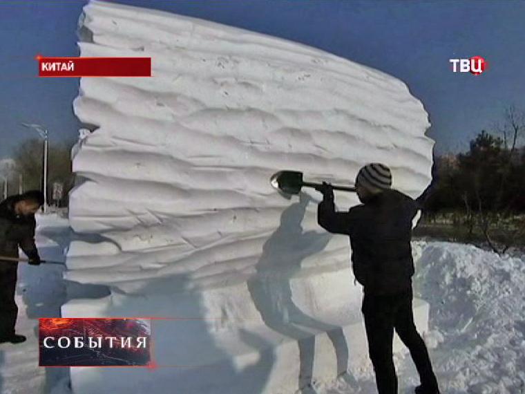 Участники фестиваля льда и снега в Китае соорудили гигантские снежные скульптуры