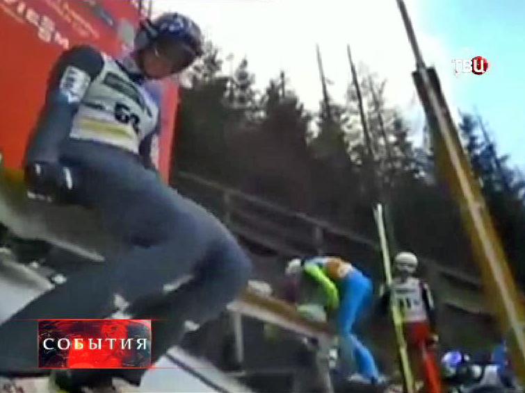 Спортсмен Томас Моргенштерна готовится к прыжку