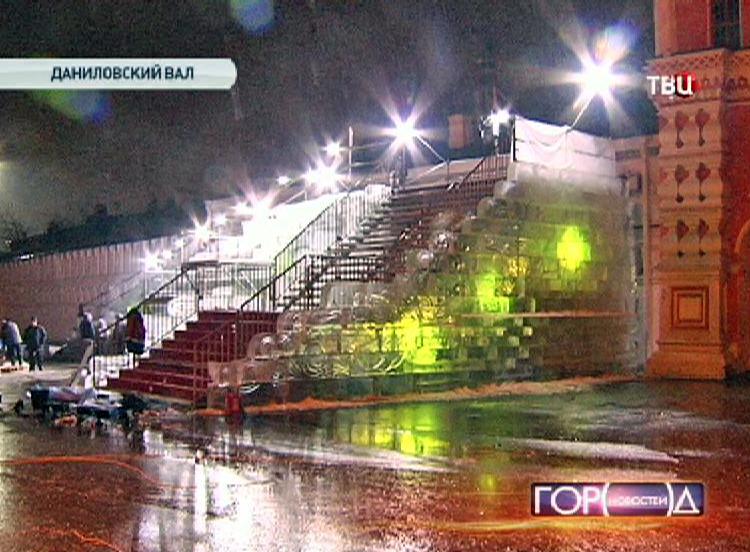 Ледяная горка у стен Данилова монастыря