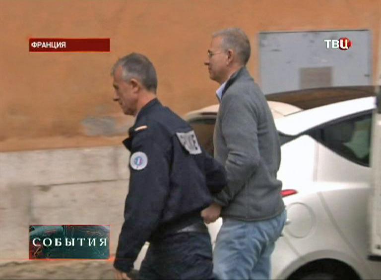 Алексей Кузнецов под конвоем полиции