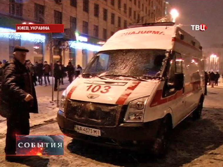 Скорая помощь дежурит на митинге в Киеве
