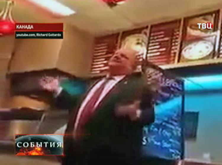 Мэр Торонто в ресторане быстрого питания
