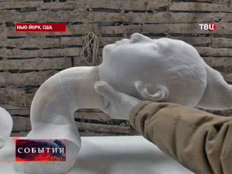 Скульптура из бумаги на выставке в Нью-Йорке