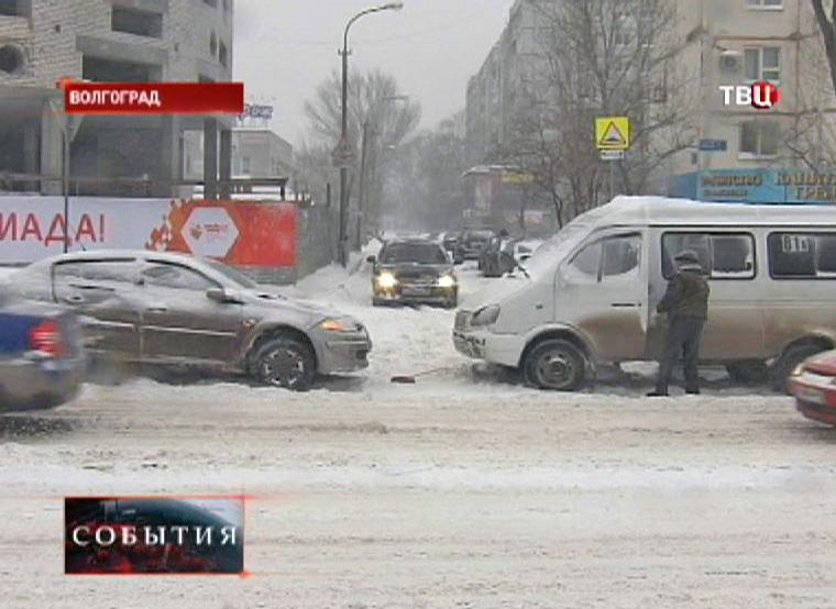 Обильный снегопадам в Волгограде стал причиной множества ДТП