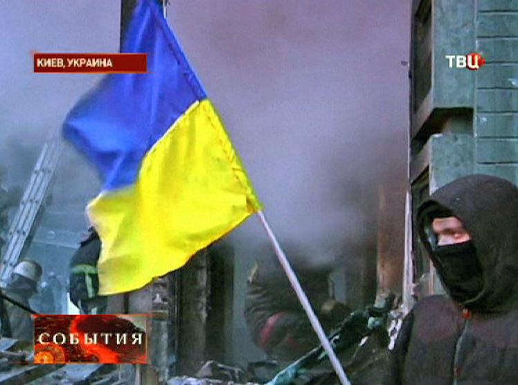 Активист с флагом Украины