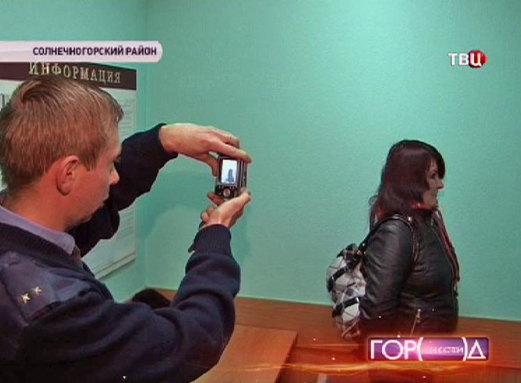 Задержанная проститутка в полицейском участке