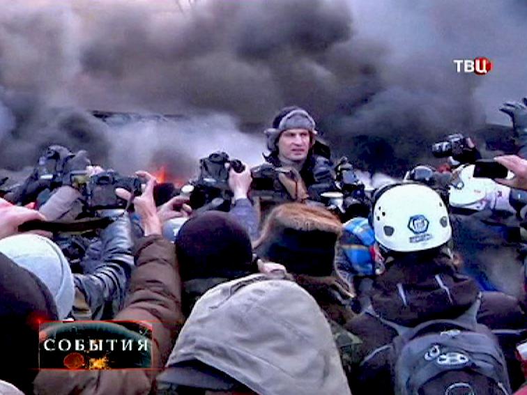 Виталий Кличко дает интервью на баррикадах