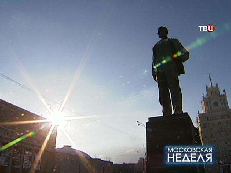 Памятник Маяковского на Триумфальной площади