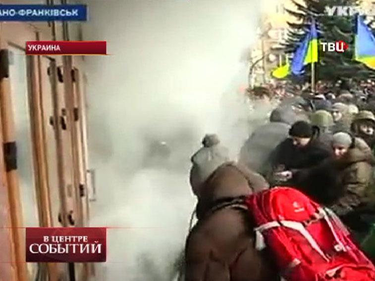 Акция протеста на Украине. Захват административного здания