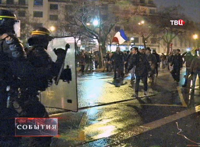 Столкновения протестующих с полицией во Франции