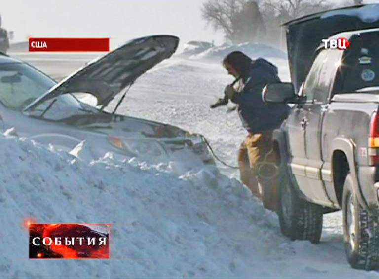 Последствия спуска снежной лавины на Аляске