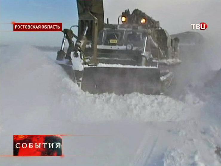 Расчистка дорог от снега в Ростовской области