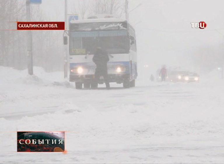 Сильный снегопад в Сахалинской области