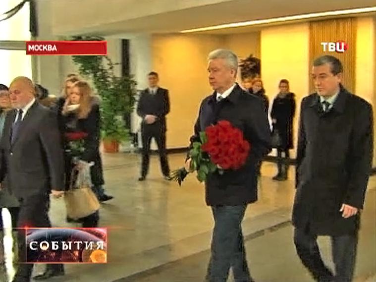 Сергей Собянин на церемонии прощания с учителем Андреем Кирилловым убитым в школе в Отрадном