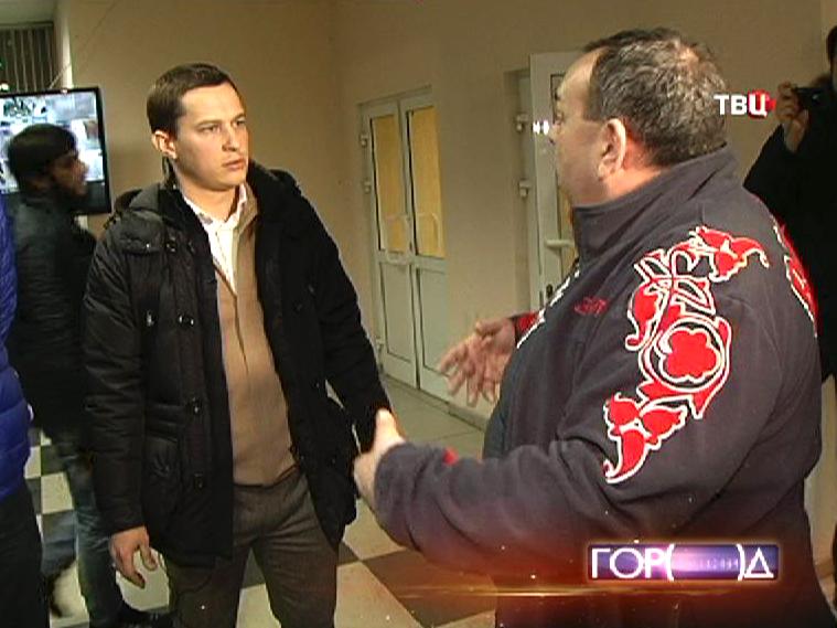 Активисты МГЕР проверяют московское общежитие на наличие нелегалов