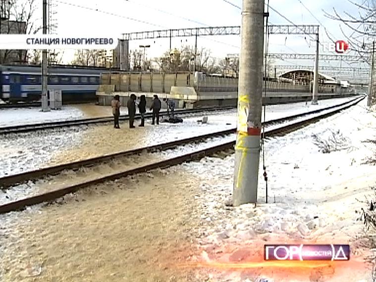 """Около станции """"Новогиреево"""" электричка сбила женщину с ребенком"""