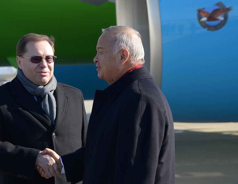 Президент Узбекистана Ислам Каримов (справа) в аэропорту Адлера